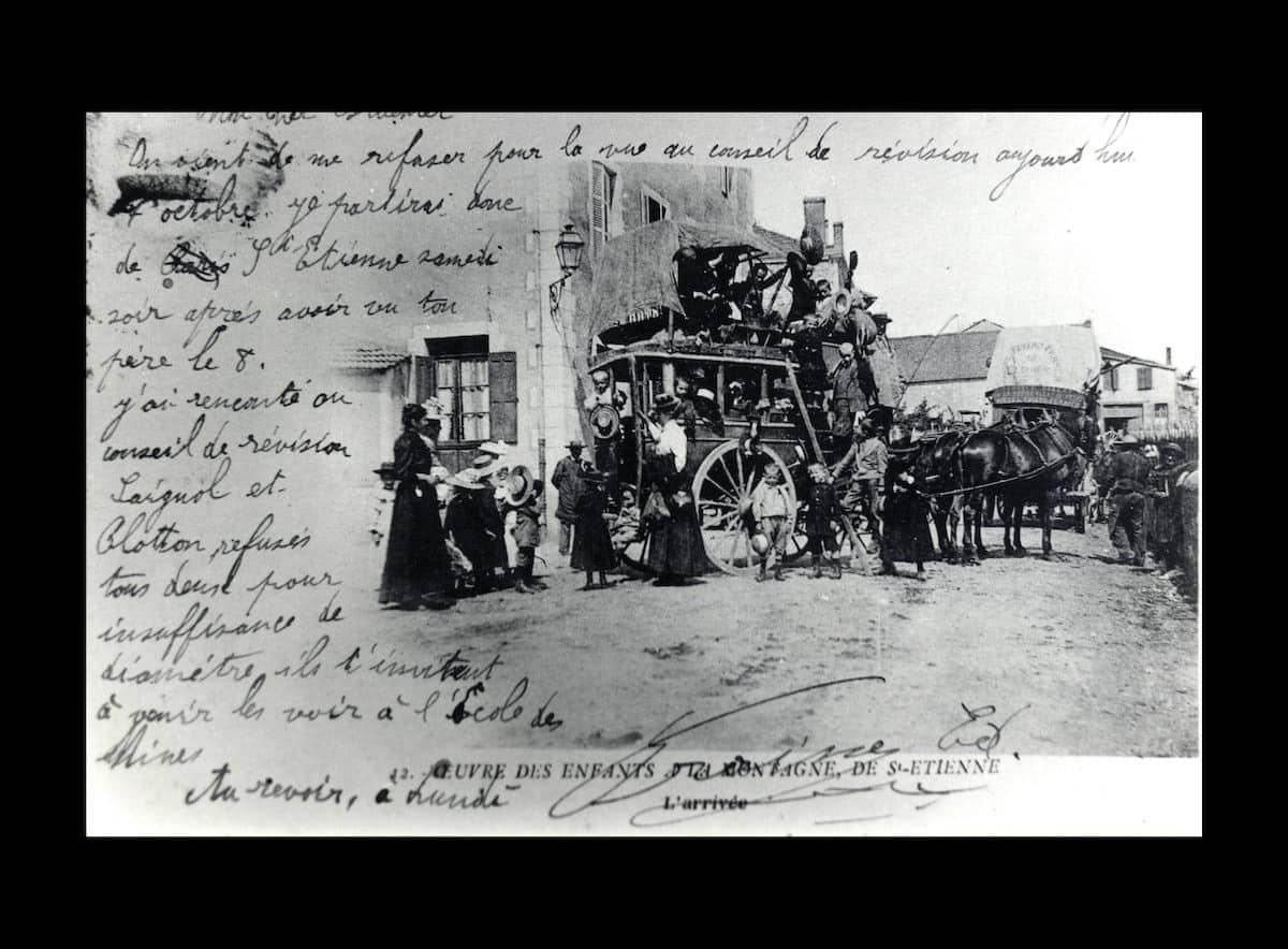 2 FI ICONO 1296, diligences en gare de Dunières, 1900
